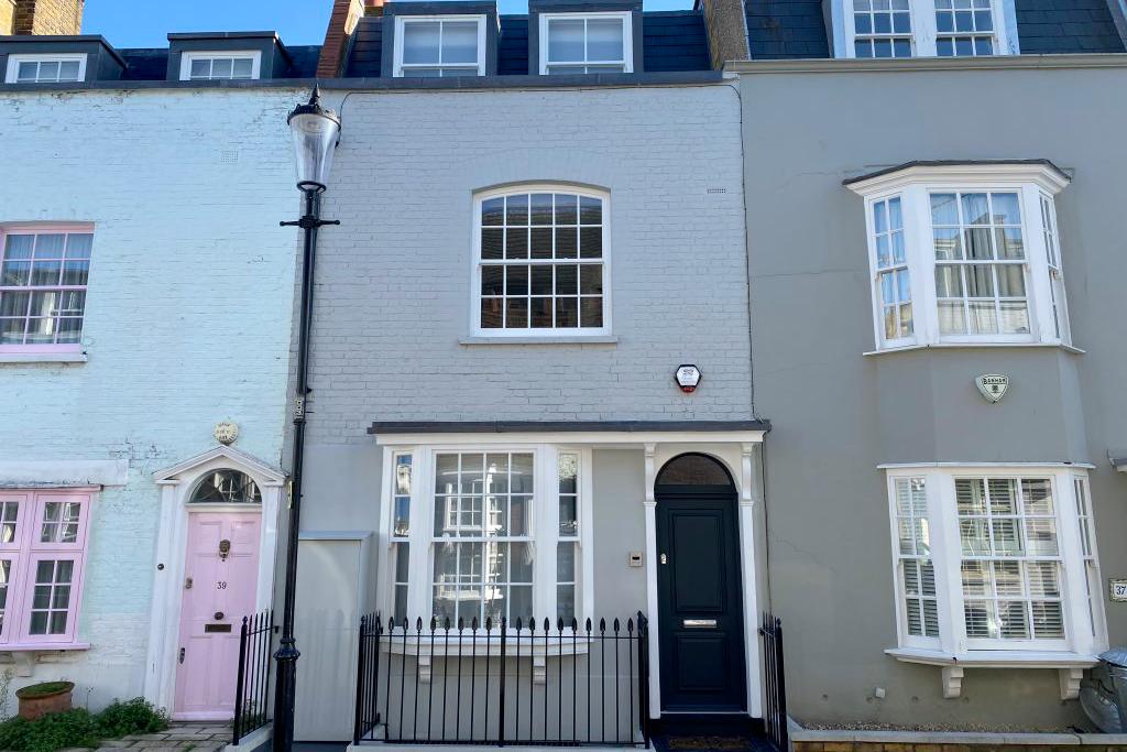 For Sale: Godfrey Street, London SW3